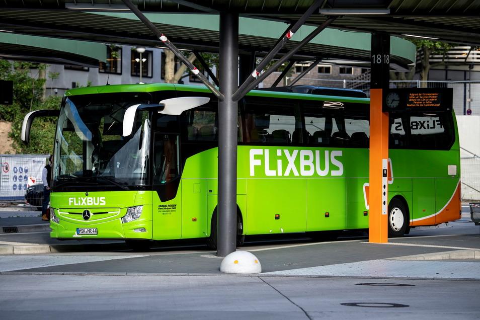Die grünen Busse des Unternehmens Flixbus waren monatelang nicht mehr auf den Straßen zu sehen. Jetzt soll sich das ändern.