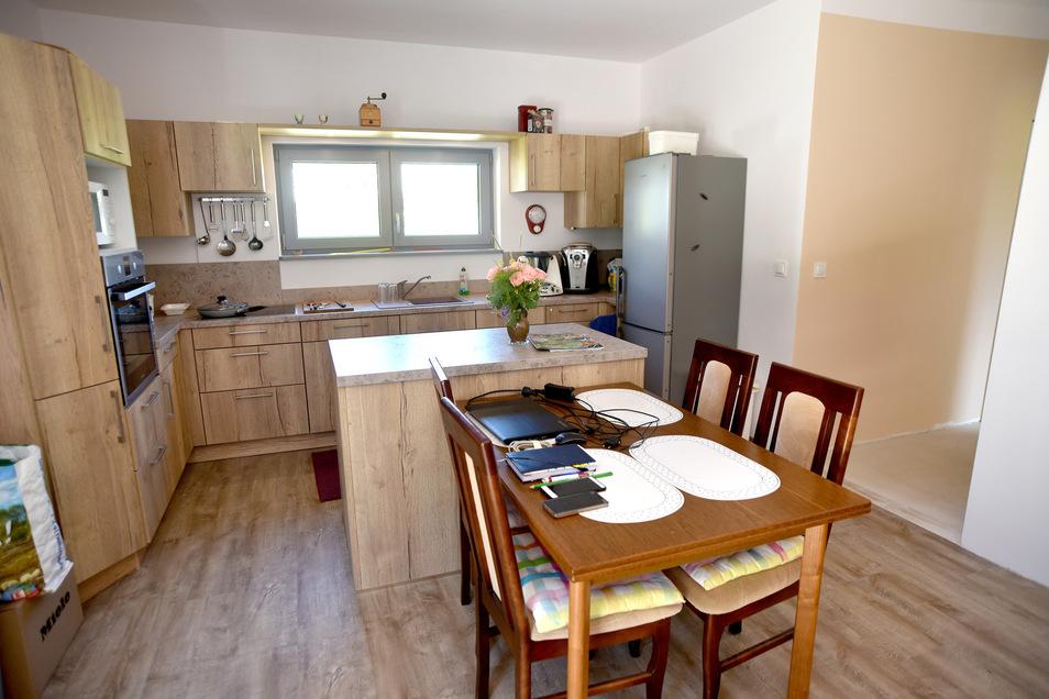 Die Wohnküche ist nicht sehr groß, aber für Christine Schneider und Olaf Kommol vollkommen ausreichend.