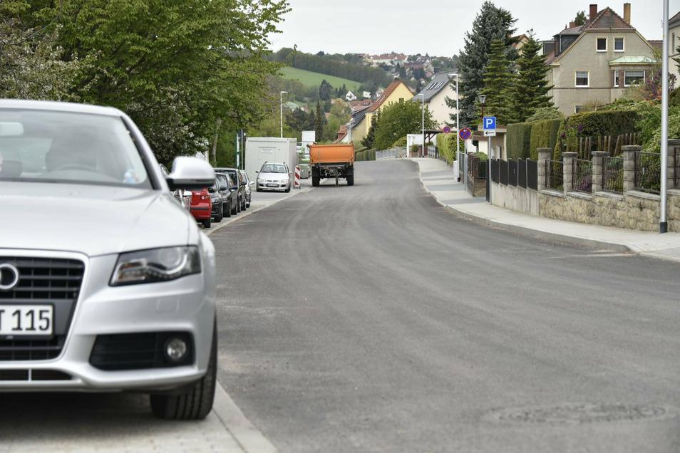 Der Straßenbau auf der Pesterwitzer Straße ist beendet, die Freigabe erfolgt am Montagmorgen.