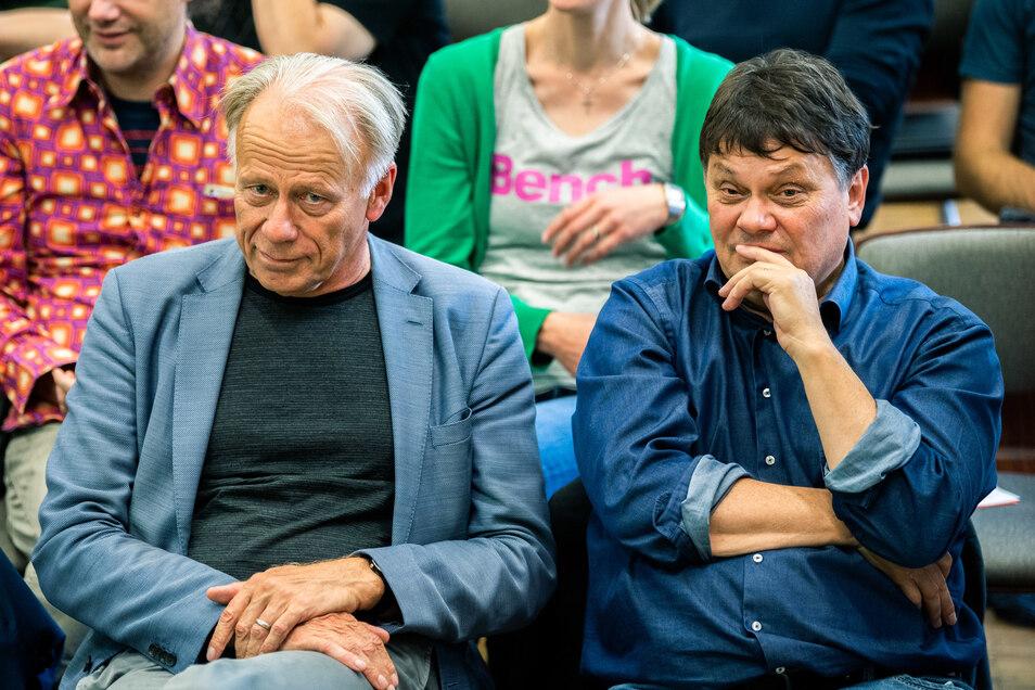 Dietmar Strehl (Bündnis 90/Die Grünen, re.) soll Senator für Finanzen werden. Auf dem Parteitag hatteer neben dem Grünen-Bundestagsabgeordneten Jürgen Trittin Platz genommen.