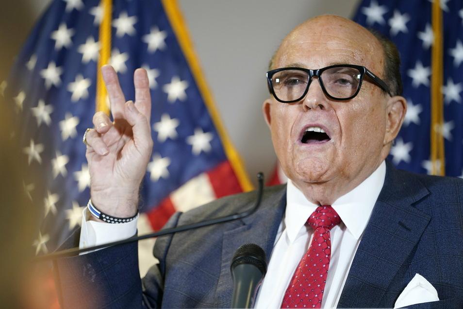 Rudy Giuliani, der ehemalige Bürgermeister von New York und ein Anwalt von US-Präsident Trump, ist positiv auf das Coronavirus getestet worden.