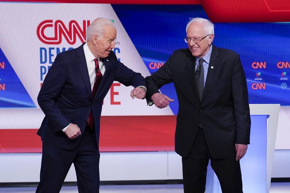 Der ehemalige US-Vizepräsident Joe Biden (l) und der linke Senator Bernie Sanders