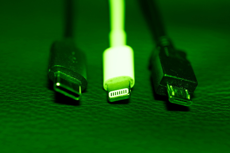 Die EU-Kommission legt einen Vorschlag für eine einheitliche Handy-Ladebuchse vor.