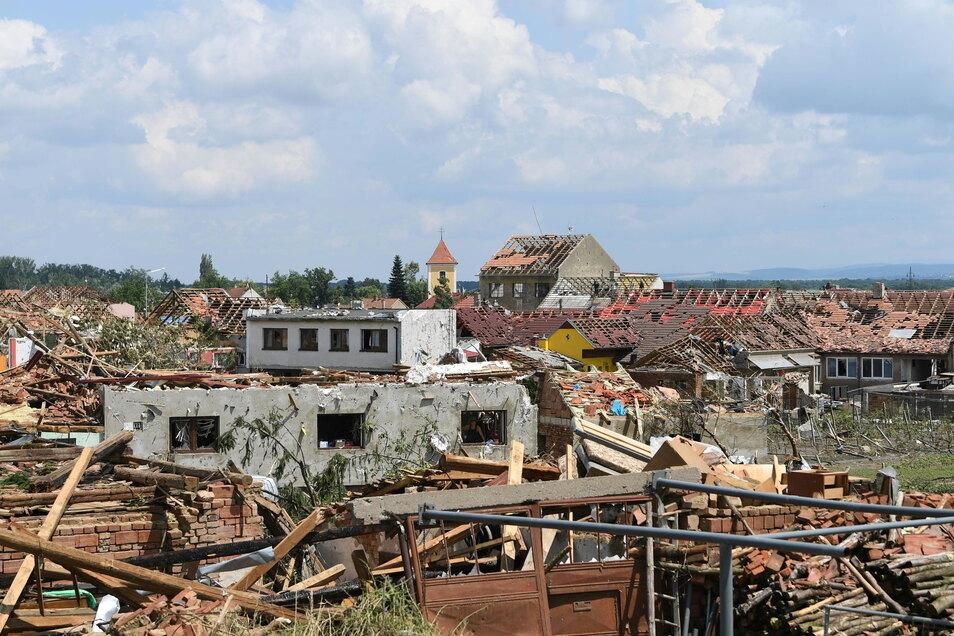 Blick auf das schwer vom Tornado getroffene Dorf Mikulcice.