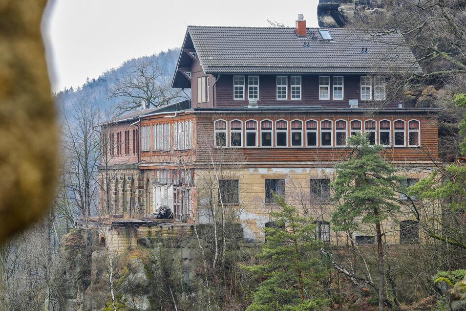 Der Berggasthof auf dem Oybin muss grundhaft saniert werden. Eine Bewirtung soll es aber auch während der Bauzeit geben.
