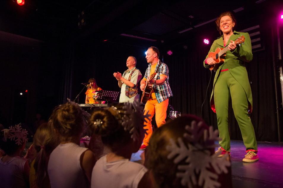 Über 30 Kindermusiker stehen beim Oberlausitzer Kindermusikfestival auf der Bühne. Bei der Premiere 2017 ging es bunt und fröhlich zu.