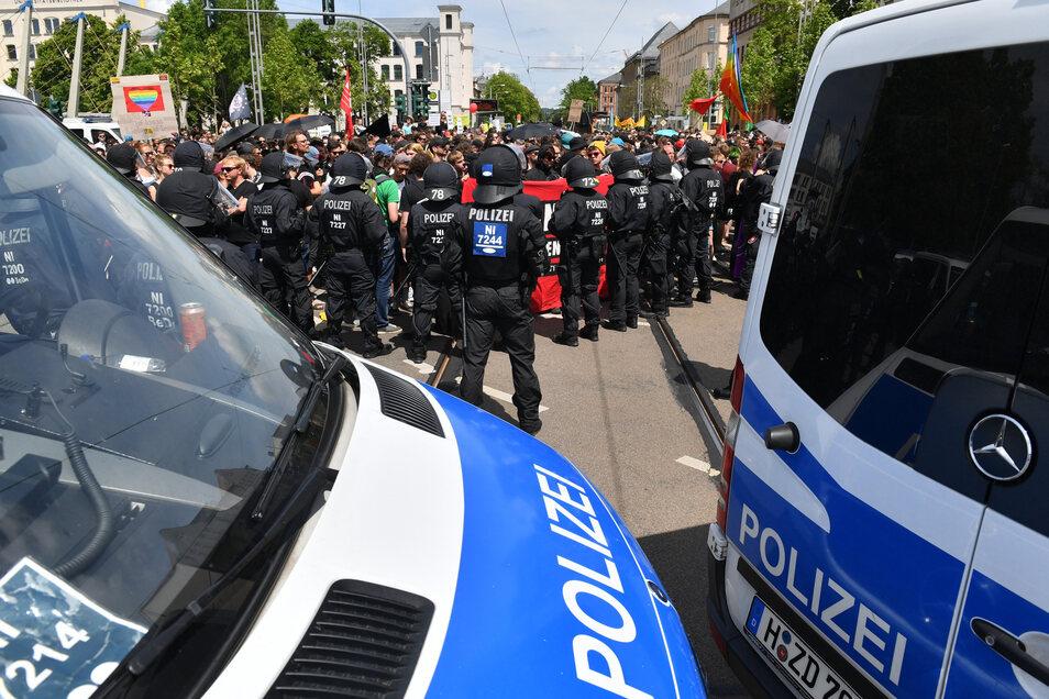 Die Polizei will mit einem Großaufgebot Zusammenstöße zwischen den Demonstranten verhindern.