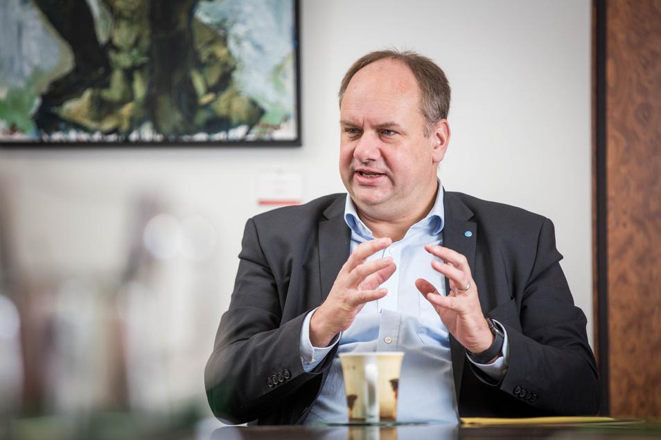 Dresdens Oberbürgermeister Dirk Hilbert gab nun ein Statement zur Zukunft der Sächsischen Dampfschiffahrt ab.