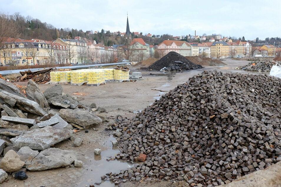 Der frühere Kohlelagerplatz soll umgestaltet werden. Ein großer Teil des Natursteinpflasters wurde geborgen und in Zaschendorf eingelagert.