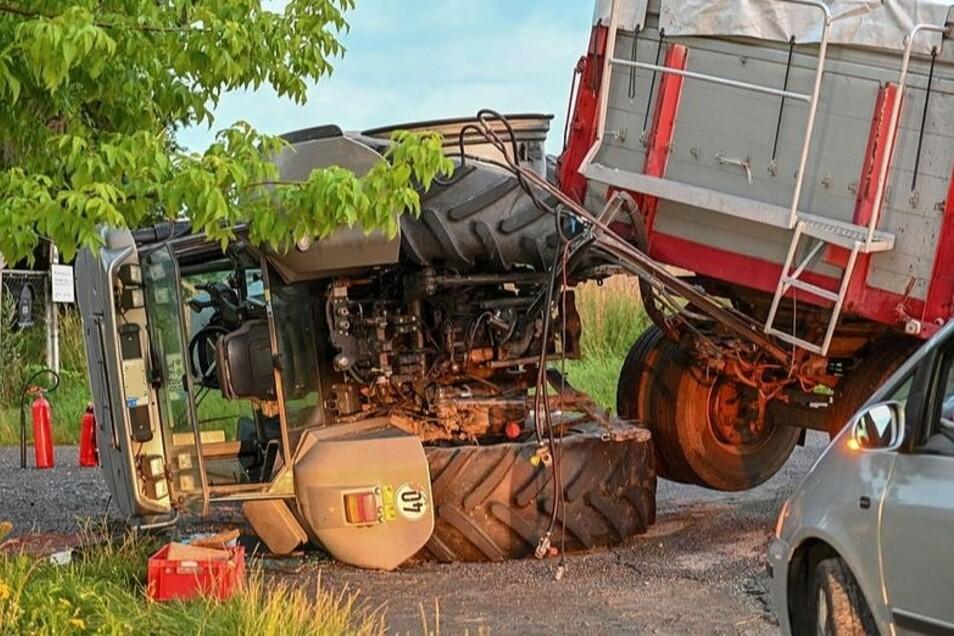 Im Großdubrauer Ortsteil Jeschütz ist am Donnerstagabend ein Traktor umgekippt. Der Fahrer wurde verletzt.