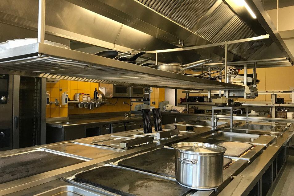 Küche im Restaurant des Basteihotels: Nur noch ein Kochtopf auf dem Herd.