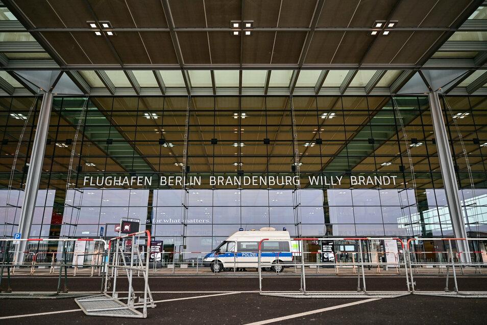 """Der Eingangsbereich des Terminal 1 vom Hauptstadtflughafen Berlin Brandenburg """"Willy Brandt""""."""