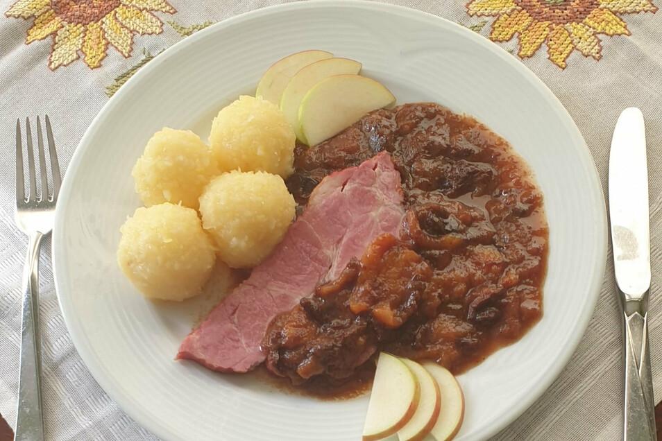 """Kaum ein Restaurant serviert das """"Schlesische Himmelreich"""" noch original. Fast alle legen Wert auf die Unterscheidbarkeit der Komponenten. Zum Beispiel das Café 1900 am Görlitzer Obermarkt."""