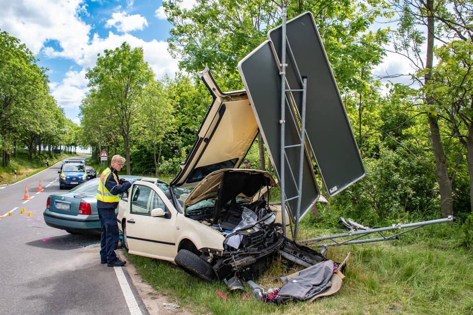 Am 30. Mai krachte es an gleicher Stelle. An beiden Autos entstand Totalschaden.