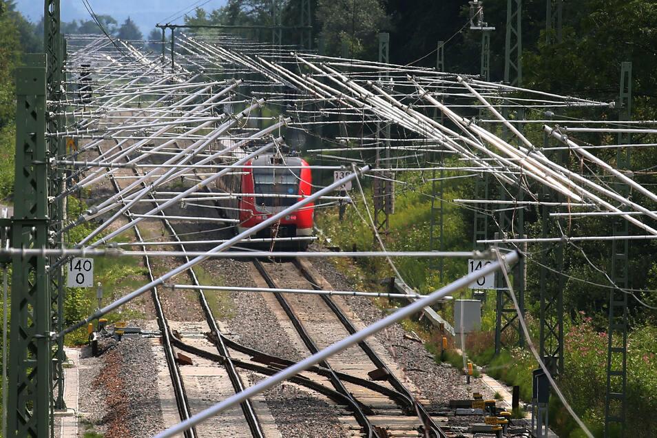 Ausbauprojekte für den Schienenverkehr sollen durch Gesetzeslockerungen beschleunigt werden.