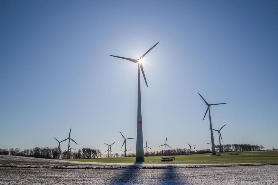 Der Windpark an der Autobahn A4 nahe der Fichtenhöhe