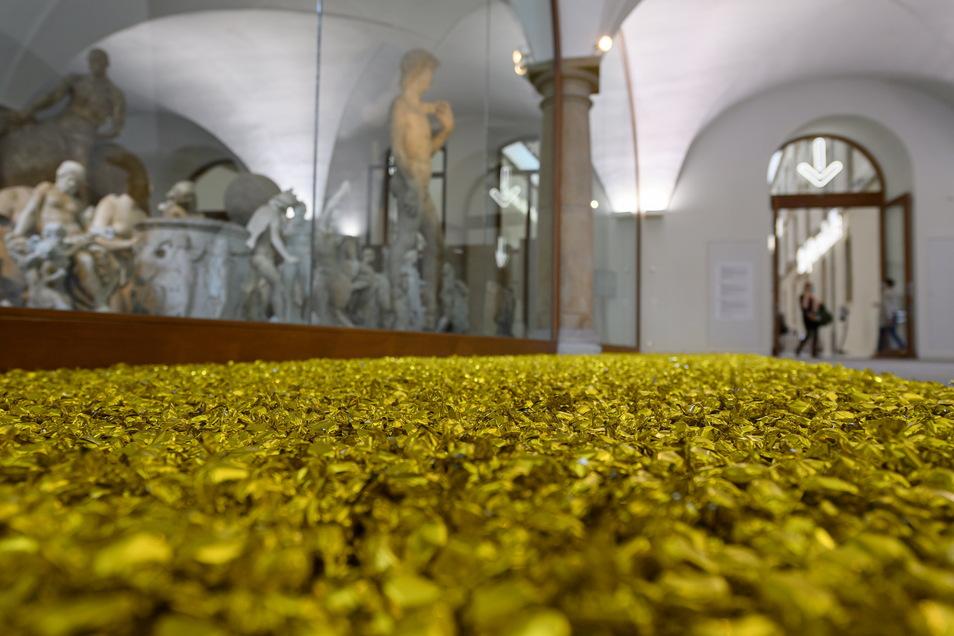 """Diese Arbeit von Felix Gonzalez-Torres ist ein Lutschobjekt. Aber die Bonbons schützen nicht vor Corona. """"Untitled"""" (Placebo-Landscape-for Roni) entstand 1993."""