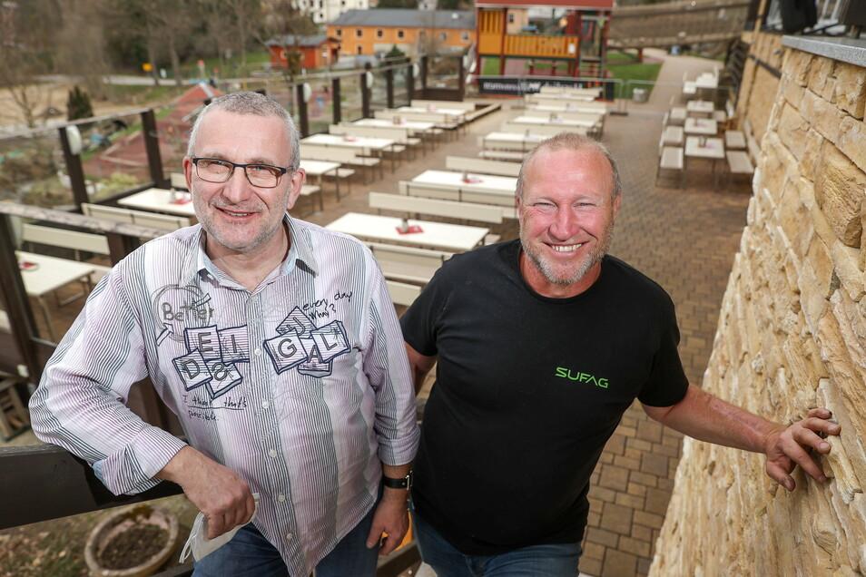 Jörg Hammer und Uwe Schreier, Betreiber des Ausflugslokals «Rost`s Wiesen», sind auf Gäste vorbereitet.