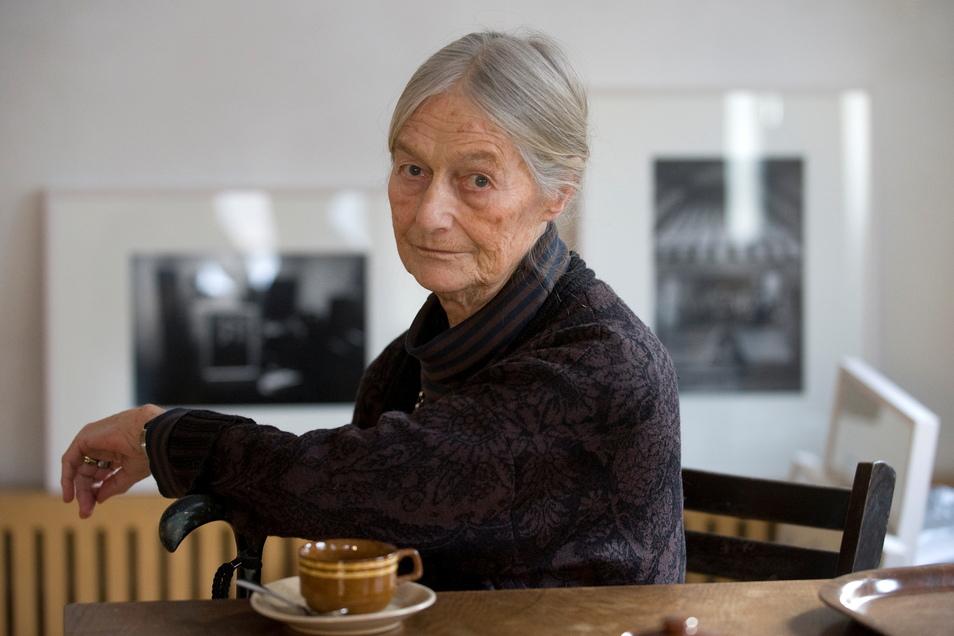 Evelyn Richter 2010 im Leonhardimuseum Dresden, das ihr zum 80. Geburtstag eine Einzelausstellung gewidmet hatte.