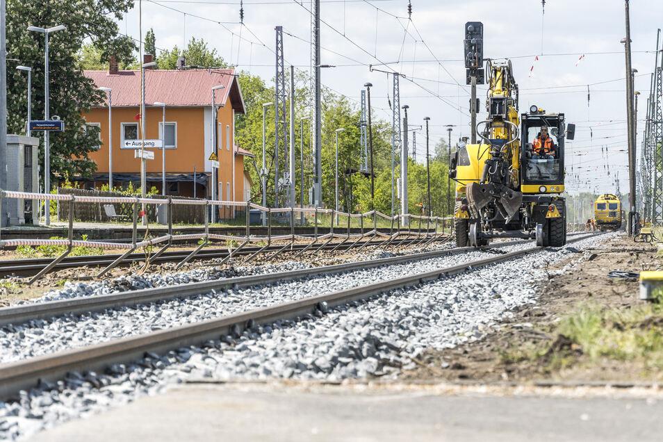 Am Gröditzer Bahnhof sind in den vergangenen Wochen Bauarbeiten gelaufen. Sie sollen früheren Informationen der Deutschen Bahn zufolge noch die ganze Woche andauern.