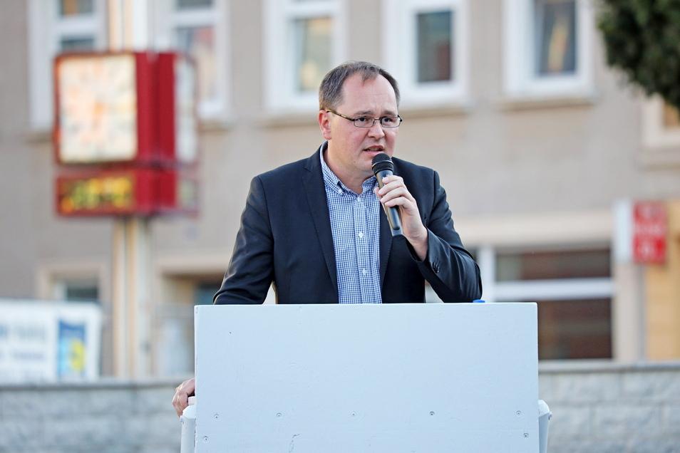 Thomas Kirste, hier bei einer Veranstaltung in Riesa, ist AfD-Landtagsabgeordneter und Kreisrat. Im Kreistag sprach er sich jetzt für die Veröffentlichung von Rats-Anträgen aus.