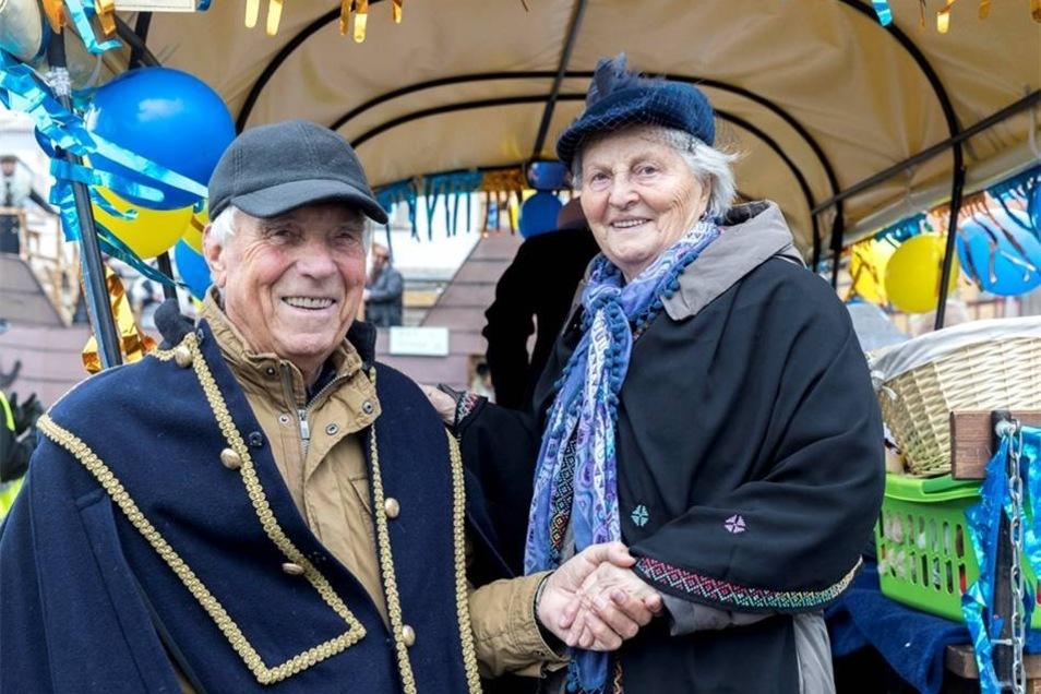 Sie waren 1958 das 1. Prinzenpaar vom Faschingsclub Bielatal: Harry Wendler, 85, und Gerlinde Berger, 81. Er wohnt heute in Dresden, sie in Krippen.Marko Förster