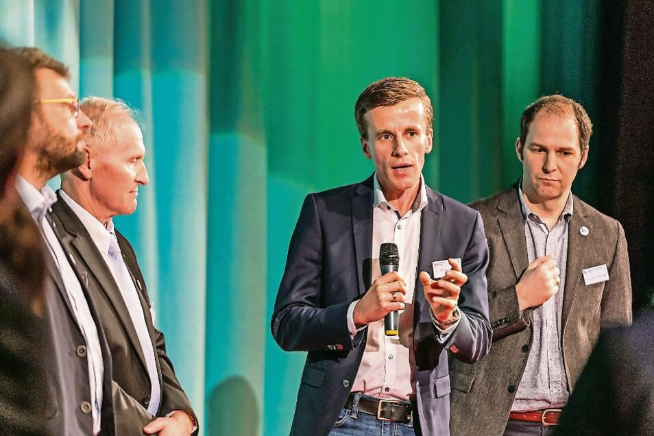 Elblandklinikum-Chefarzt Dr. med. Martin Wolz (Zweiter von rechts) hat mit vielen Partnern ein neues Parkinson-Netzwerk gegründet.