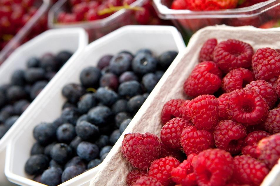Frische Beeren im Supermarktregal: Die Stiftung Warentest hat die Früchte getestet.
