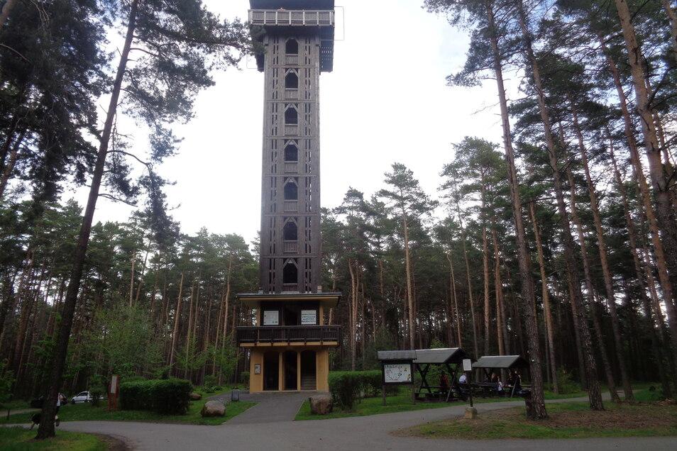 Der Heidebergturm an der Landesgrenze zu Brandenburg. Mittlerweile ein beliebtes Wanderziel.