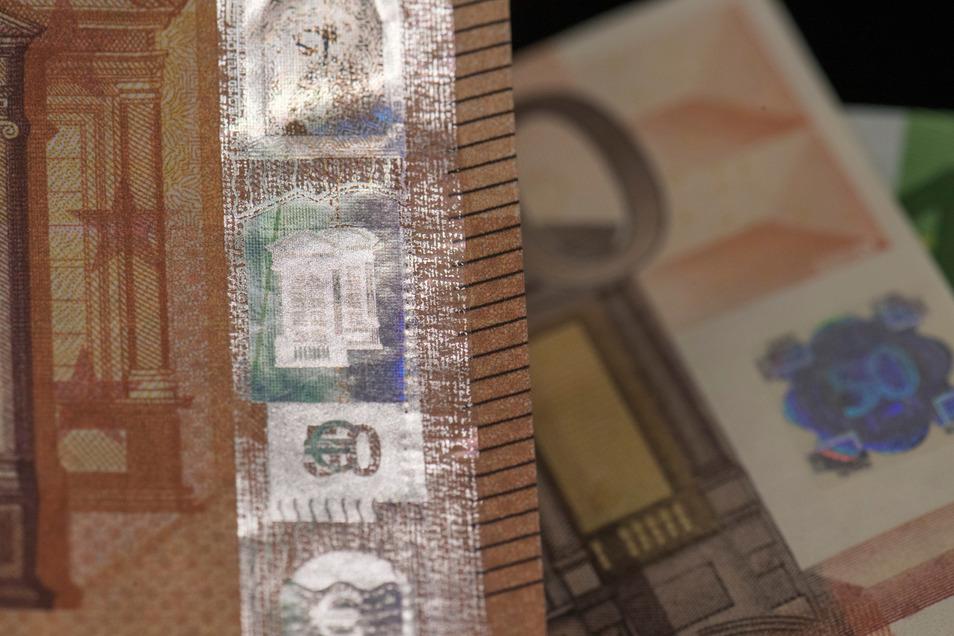 50-Euro-Scheine werden mit Abstand am häufigsten gefälscht, so wie diese bei der Bundesbank gezeigten.