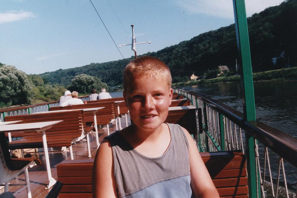 """Er kannte sie alle: Hier posiert Matthias 1998 stolz auf der """"Rathen""""."""
