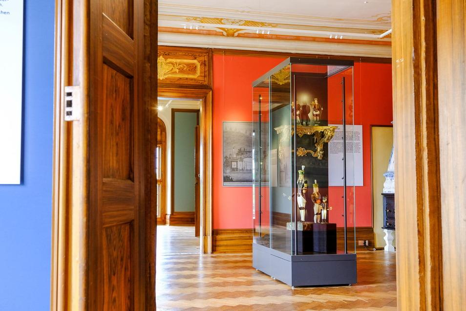 In neuem Glanz: Schloss Moritzburg hat jetzt wieder Räume für Sonderausstellungen. Diese sind sehr farbenfreudig gestaltet. Neben einem blauen, einem roten und einem beigefarbenen gibt es auch zwei grüne Salons. Die erste Schau wird gerade vorbereitet.