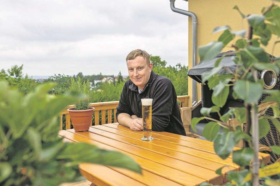Diese Aussicht bleibt eher seinen Gästen vorbehalten. Für sie steht Stephan Hähle in seinem Gartenlokal in der Küche.