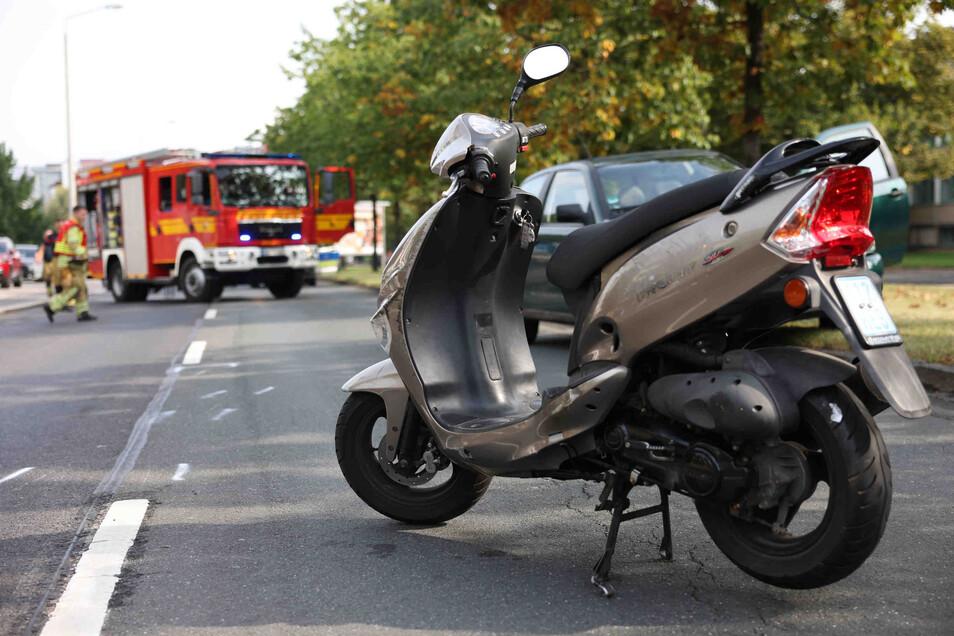 Von diesem Motorroller stürzte am Montagnachmittag eine 79-Jährige in Dresden, nachdem sie mit einem Auto zusammengestoßen war.