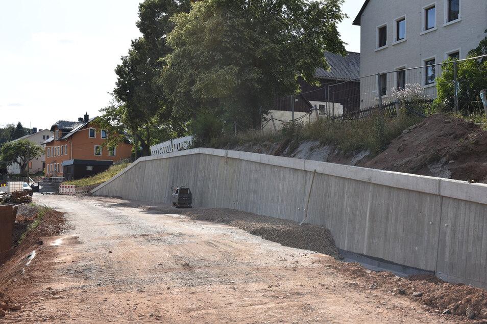 Auch diese Stützmauer ist in Johnsbach neu entstanden. Fertig war sie bereits bei einem Vor-Ort-Termin im August.