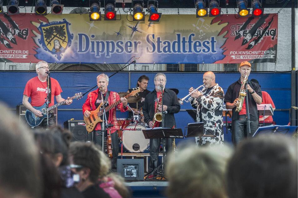 Hier spielte die Band Jackpot zum Dippser Stadtfest. Ein solches Bild wird es dieses Jahr nicht geben. Wegen der Corona-Epidemie haben die Veranstalter das Fest abgesagt.