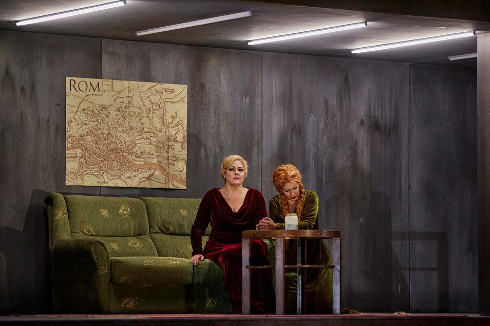 Zwei grandiose Künstlerinnen als Norma und als Adalgisa: Yolanda Auyanet (l.) singt die Titelpartie. Stepanka Pucalkova wandelt sich von der Rivalin zu Normas Freundin.