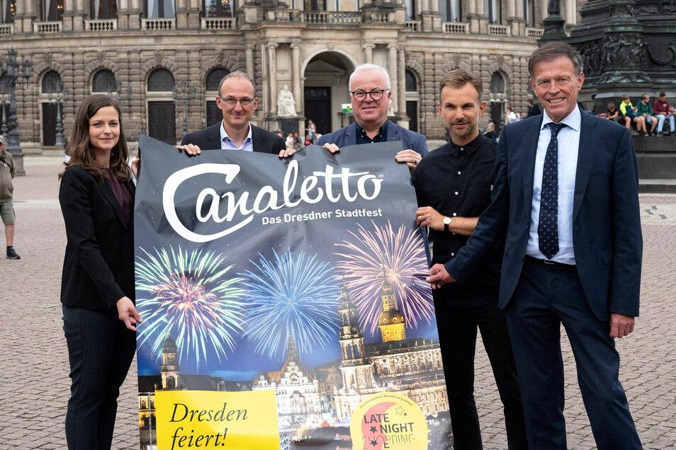 Freuen sich auf ein Mega-Event-Wochenende (v.l.): Friederike Wachtel (City-Management), Robert Franke (Amt für Wirtschaftsförderung), Frank Schröder und Stefan Kästner (Dresdner Stadtfest Gmbh) sowie Landtagspräsident Matthias Rößler.