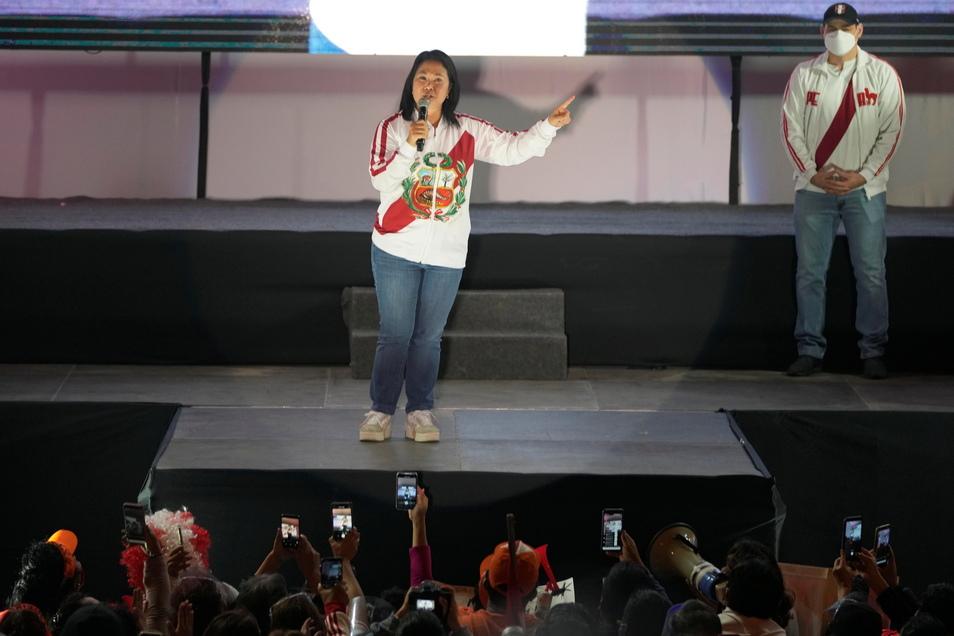 Präsidentschaftskandidatin Keiko Fujimori hält eine Rede vor ihren Anhängern Wochen nach der Präsidentschaftsstichwahl in Lima, Peru.