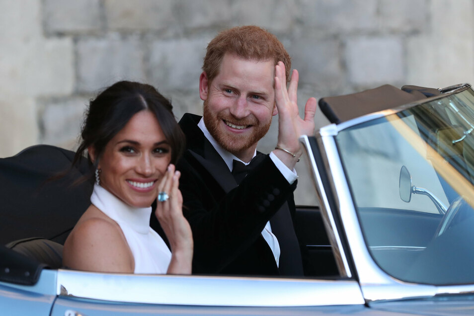 Prinz Harry und seine Frau Meghan verlassen am Tag ihrer offiziellen Hochzeit am 19. Mai 2018 in einem Oldtimer Windsor Castle, um zum Hochzeitsfest im Frogmore House zu fahren.