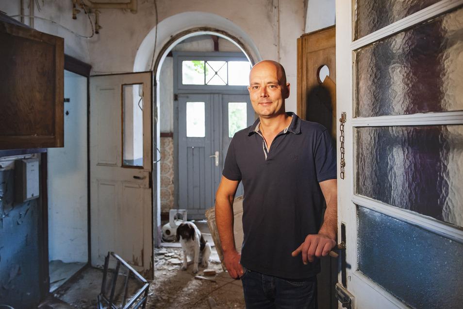 Beim Bauherrentag 2018 gewährte Investor Ronny Kettner einen Blick in die Villa. Trotz des ruinösen Zustandes sieht er nach wie vor Potenzial für modernes Wohnen im altehrwürdigen Gemäuer.