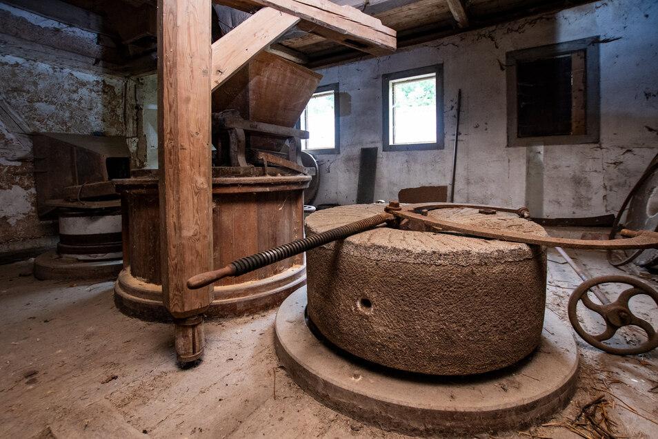 Im Obergeschoss des Gebäudes sind unter anderem ein Mühlstein und ein komplett erhaltener Mahlgang zu sehen.