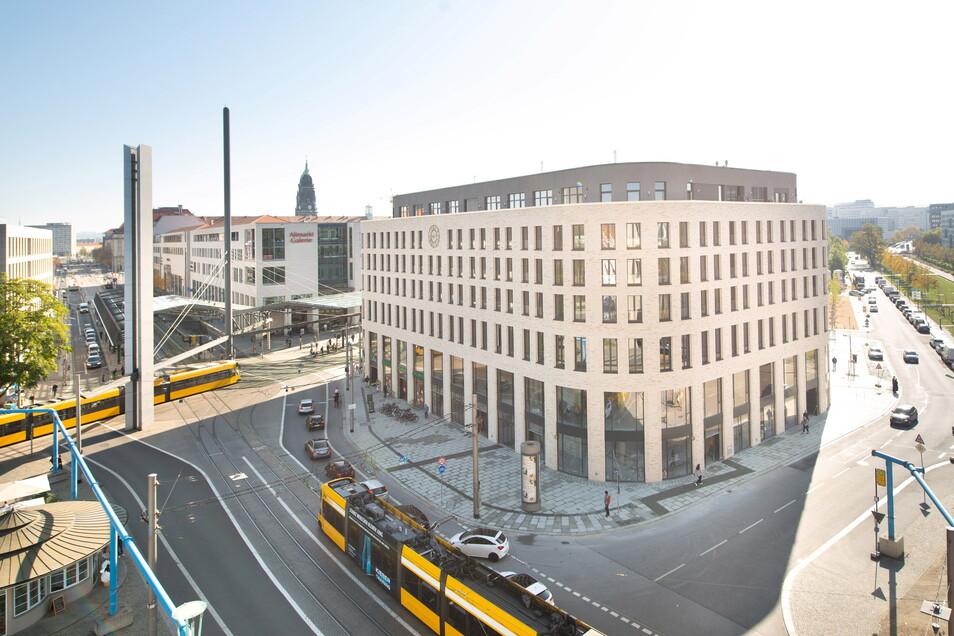 Die runde Ecke prägt seit 2019 das Bild des Postplatzes.