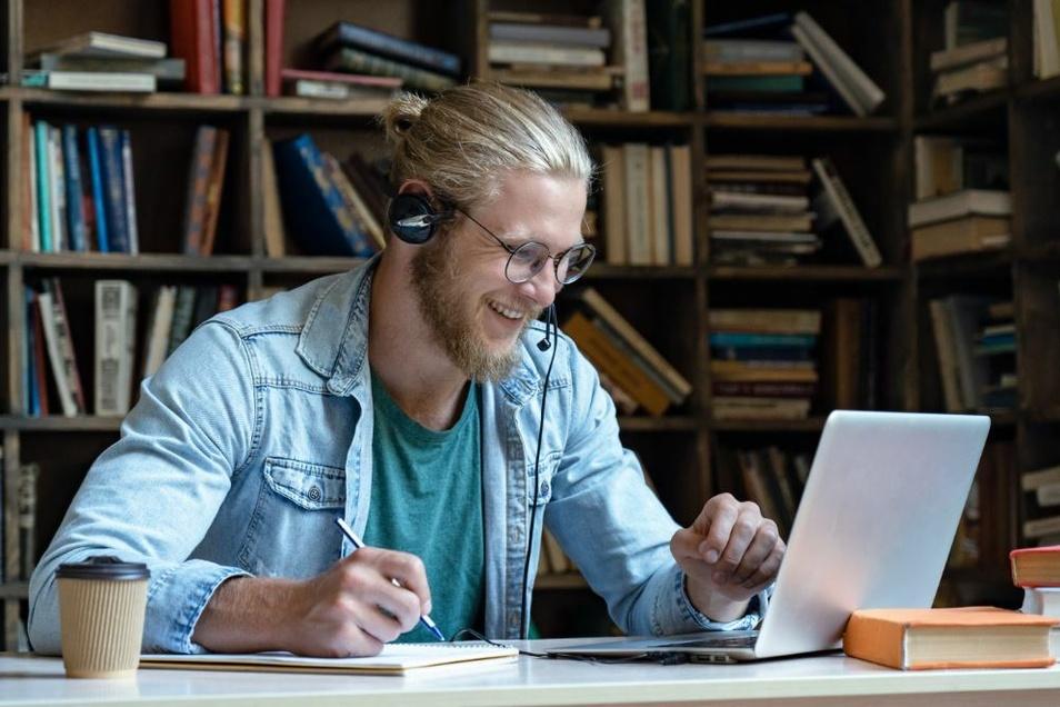 Kurzarbeit bedeutet oft eine Zäsur im Berufsleben - sie kann aber auch die Chance für neue Weichenstellungen sein und Zeit für Weiterbildungen bieten.