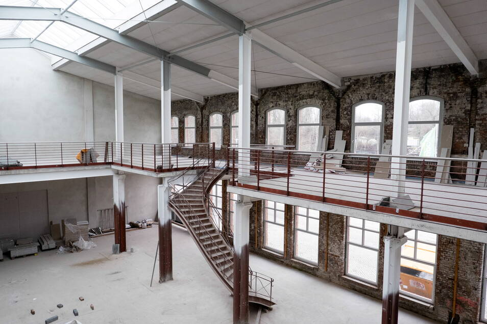 Die früheren Räume der Firma Autoglas sind im Rohbau fertig. Die historische Treppe konnte gerettet werden.