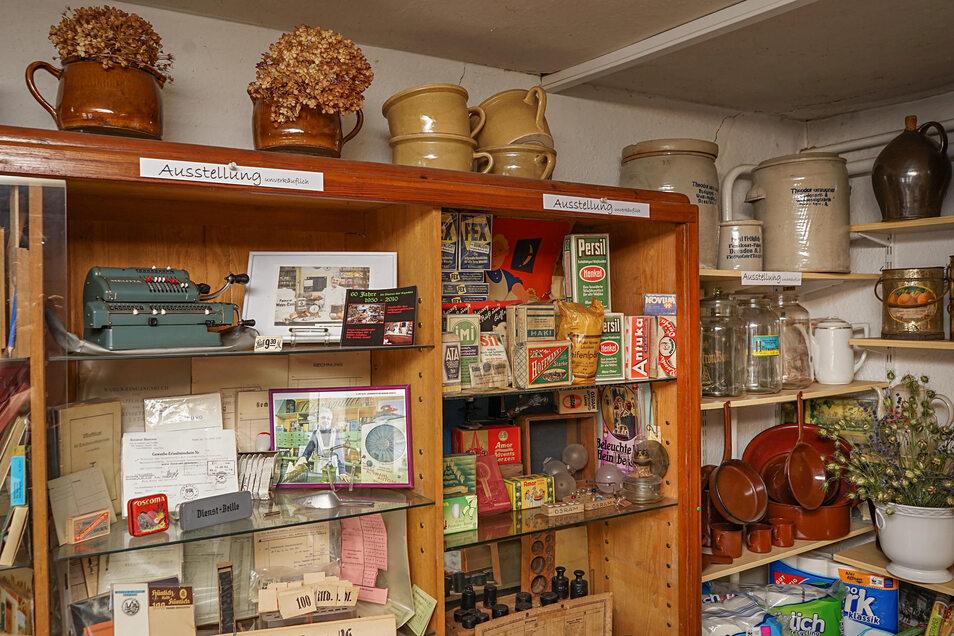 Die Einrichtung des Ladens ist zum größten Teil schon 80 Jahre alt. Außerdem sind viele Waren und anderen Gegenstände von früher erhalten geblieben. Ein Einkauf bei Familie von Gostomski ist somit auch ein Museumsbesuch.