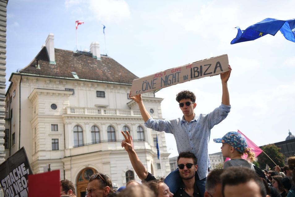 Die Video-Affäre führte 2019 auch zu Demonstrationen gegen Strache, hier vor dem Bundeskanzleramt.