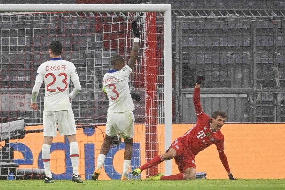 Münchens Thomas Müller bejubelt sein Tor zum 2:2.