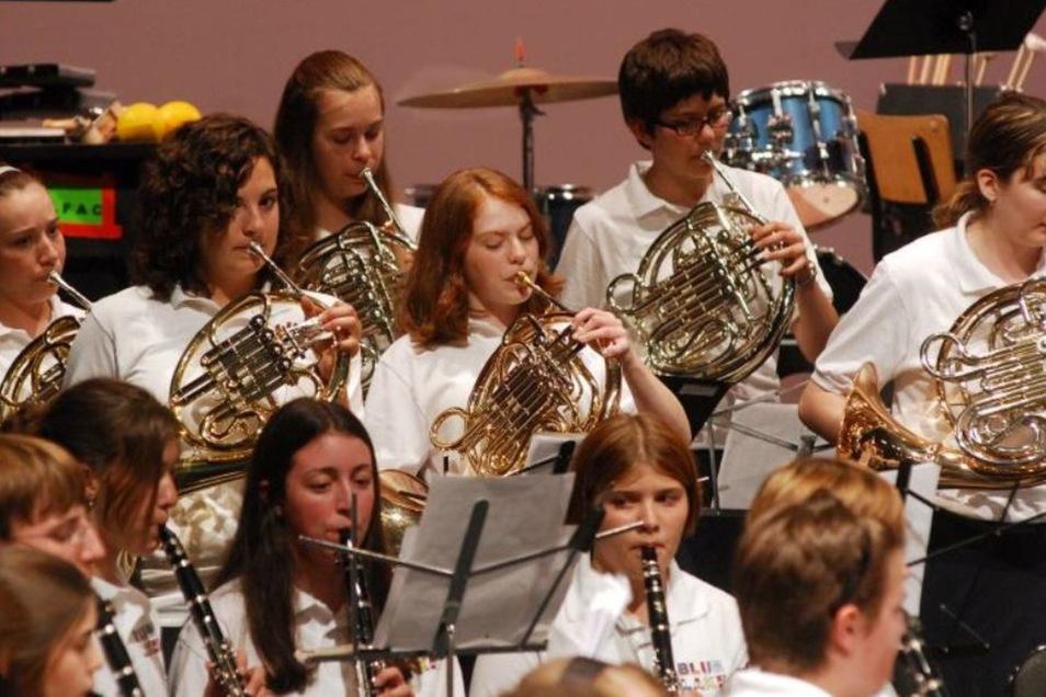 Das Blue Lake Orchestra aus den USA spielte auch schon in der Blauen Kugel in Cunewalde.