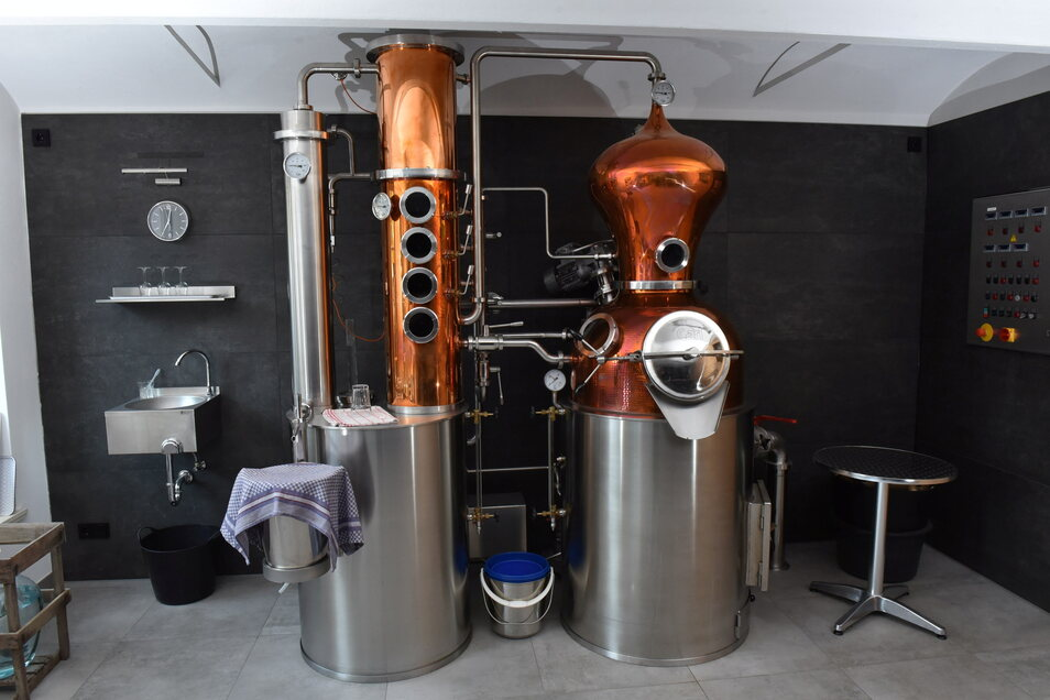 In den alten Birkigter Dreiseithof wurde diese Destillieranlage eingebaut.